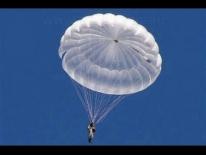 Курсанти-десантники виконали перші стрибки з парашутом